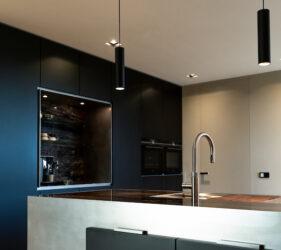 High End keuken in marmer en roestvrijstaal